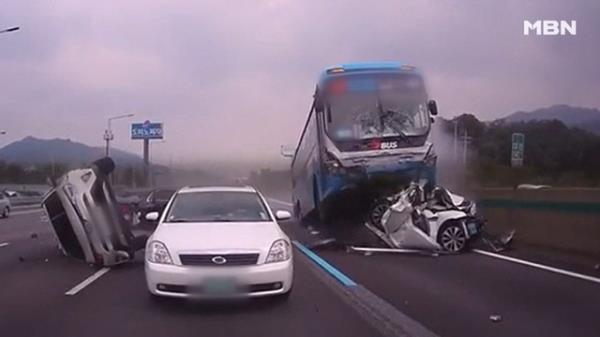 충격! 경부고속도로 사고 블랙박스 영상 공개