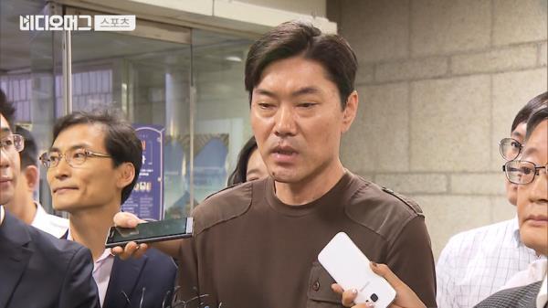 """최규순 전 KBO 심판 법원 출석 """"야구팬들에게 사과드립니다"""""""