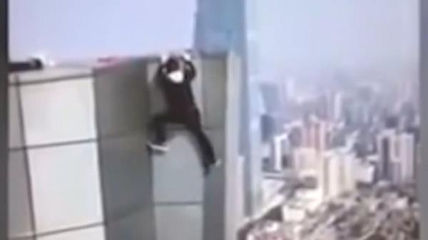 [충격 영상] SNS 인증샷 찍다가 62층에서 추락?!