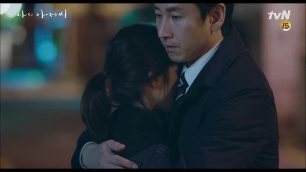 지은이 떠나기 전, 비로소 서로를 안아주며 미소 짓는 이선균X이지은.. '파이팅!'