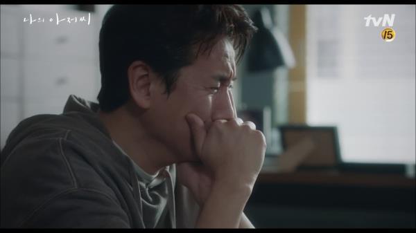 """마음껏 우는 이선균, """"한 번도 안아본 적 없는 나를. 끌어안고 울었다."""""""
