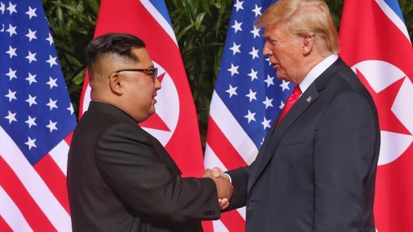 '북미 정상회담' 김정은-트럼프… '역사적인 악수'