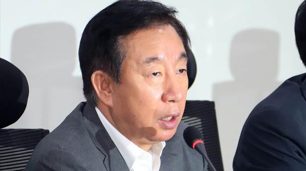 """김성태 """"오늘부로 중앙당 해체""""…′구태청산′ TF 가동"""