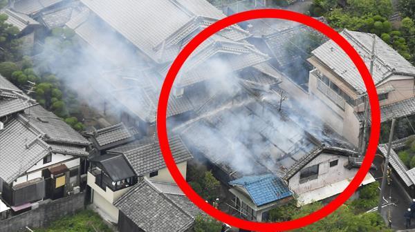 """""""벽 금가고 계단 무너져""""…일본 오사카 지진 피해 ′속출′"""