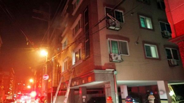"""""""창틀 통째로 날아가""""…대전 주택서 부탄가스 폭발·화재"""