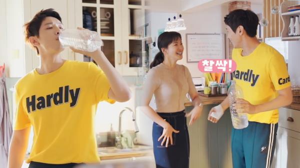 """《메이킹》 이시영 얼굴에 제대로 물 뿜는 지현우 """"머금고 있지 마"""""""
