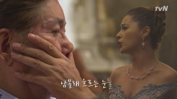 푸치니의 아리아를 들으며 감동의 눈물을 흘리는 용건