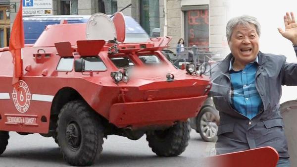 상트페테르부르크의 명물, 탱크 택시 등장 '일동 환호'