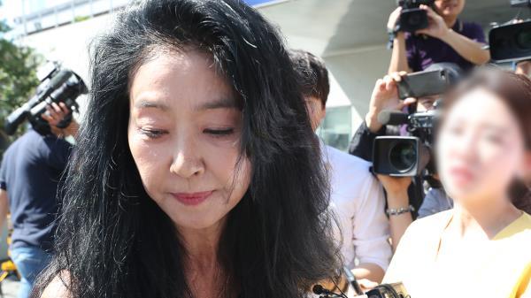 ′이재명 스캔들′ 김부선, 30분만에 경찰조사 거부하고 귀가