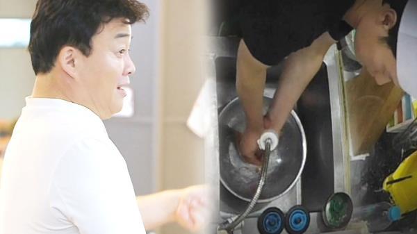 백종원, 먹는 음식에 손 담군 초밥집 앞 '외출한 어처구니'