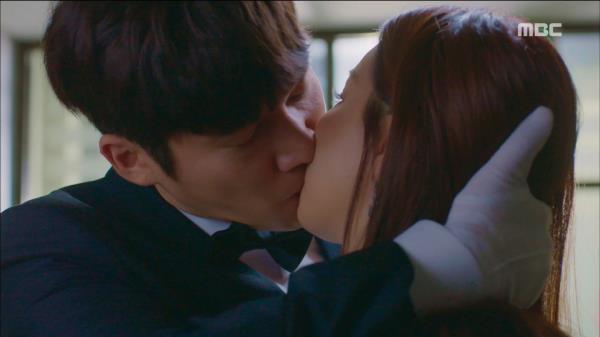 송창의, 엄현경과의 결혼식장에서 이유리에게 키스하다!