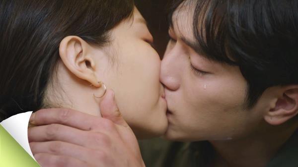 서강준♥이솜, 뜨겁고 애틋한 '재회 키스'