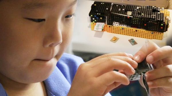9살 꼬마 로봇박사 새로운 개발품  'IOT 구급상자'