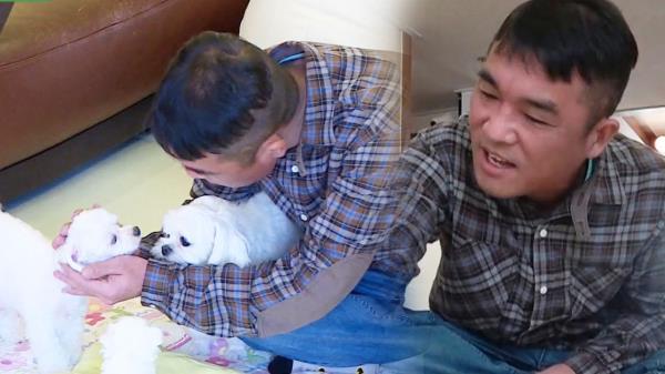 """김건모, 강아지들 아닌 엄마 개에 먼저 인사 """"수고했어"""""""