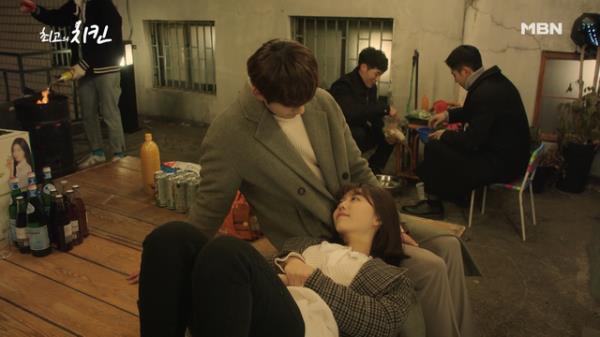 박선호X김소혜, 축하 파티 중에도 꿀 흐르는 아이컨택♥ (그들만의 세상)