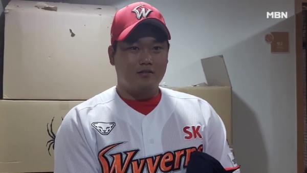 SK 김태훈, 데뷔 첫 세이브에 미소 만발