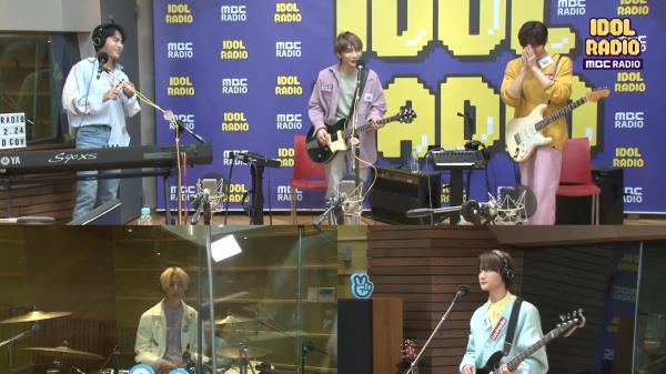 "[IDOL RADIO] ""이게 즉흥이라고..??"" 디코이의 고퀄리티 즉흥연주!!"