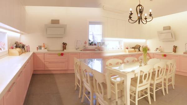 엄마의 로망 가득♡ 인형의 집을 연상시키는 '핑크 주방' (하우스)