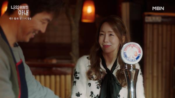 """""""꿀 좀 그만 떨어뜨려"""" 김정은♥최원영, 일상으로 돌아온 위험한(x), 다정한 부부 MBN 201124 방송"""